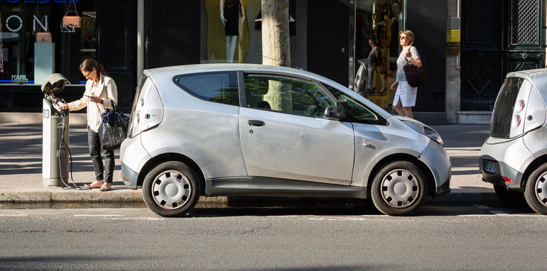 ev-car-share-paris-autolib-2015-10
