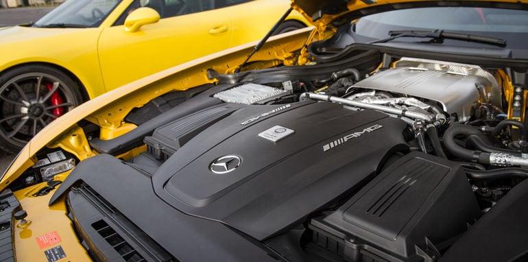 2015-mercedes-amg-gts-V-porsche-911-gt3-comparison-0-102