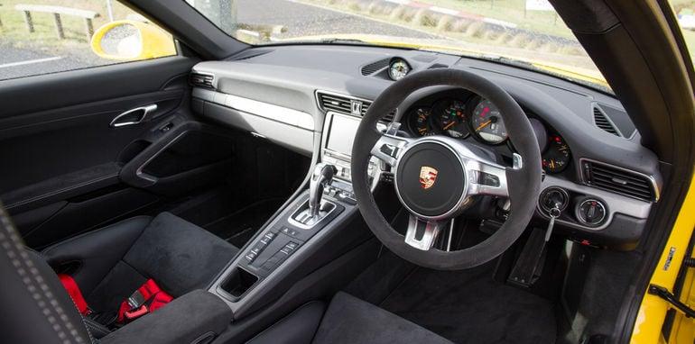 2015-mercedes-amg-gts-V-porsche-911-gt3-comparison-0-64