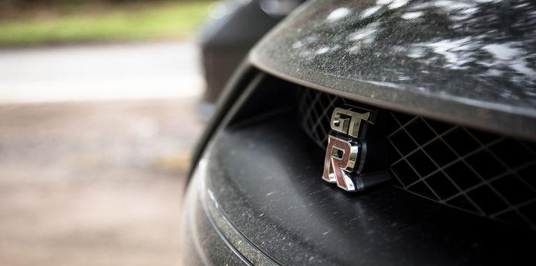 2015-porsche-911-turbo-v-nissan-gtr-comparison-107