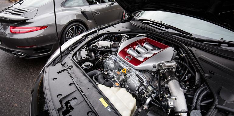 2015-porsche-911-turbo-v-nissan-gtr-comparison-46