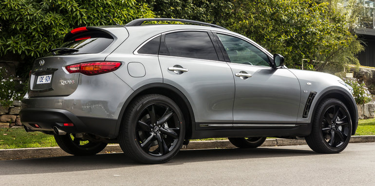 infiniti-qx70s-design-sept2015-18
