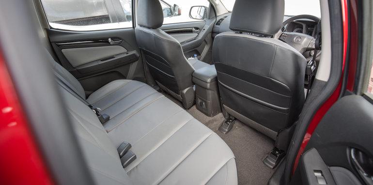 2015-eight-way-dual-cab-ute-comparison-112