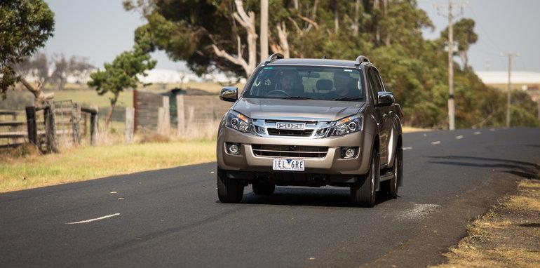 2015-eight-way-dual-cab-ute-comparison-48
