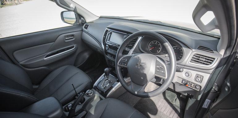 2015-eight-way-dual-cab-ute-comparison-86