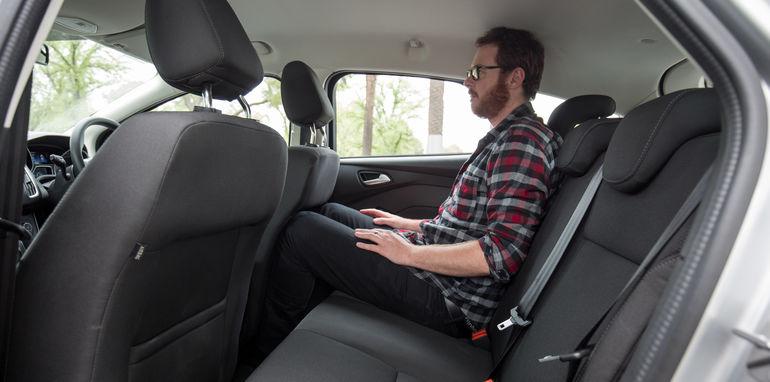 2015-ford-focus-v-mazda3-hatch-comparison-10