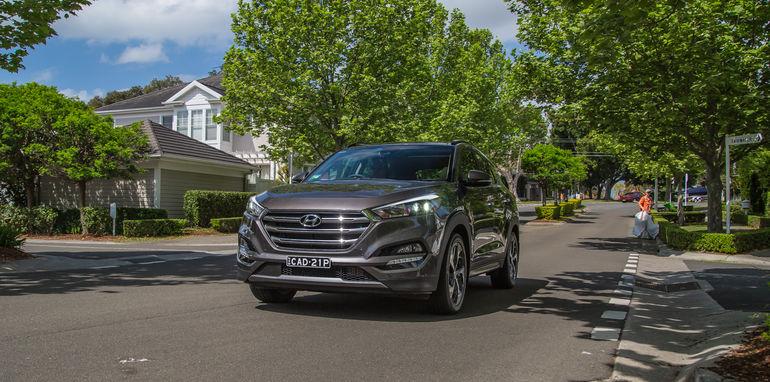 Hyundai Tucson V Honda CR-V-1-71