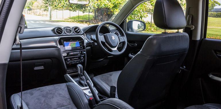 2015 Honda HR-V v 2015 Suzuki Vitara Twin Test-32