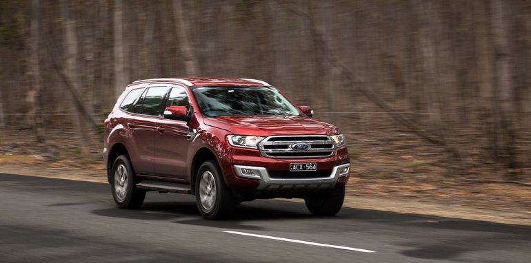 2016-toyota-fortuner-v-ford-everest-comparison-67