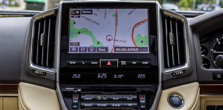 2016 Toyota LandCruiser 200 Series v 2016 Lexus LX570-76