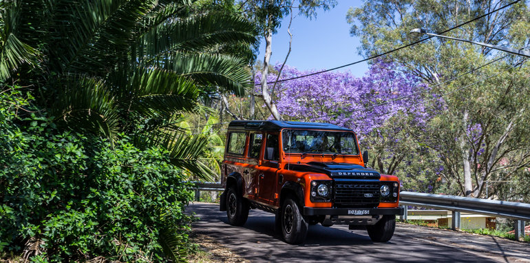 Land Rover Defender 1985 v Defender 2015 110 Series-101