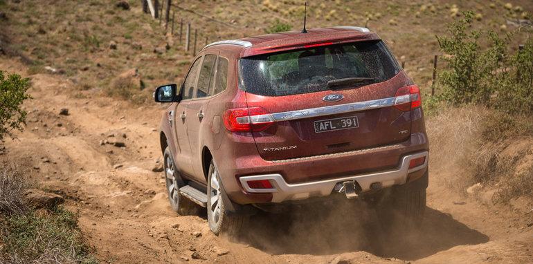 2016-ford-everest-titanium-v-land-rover-discovery-sdv6-se-comparison-107