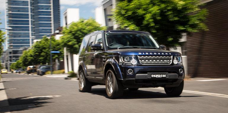 2016-ford-everest-titanium-v-land-rover-discovery-sdv6-se-comparison-133