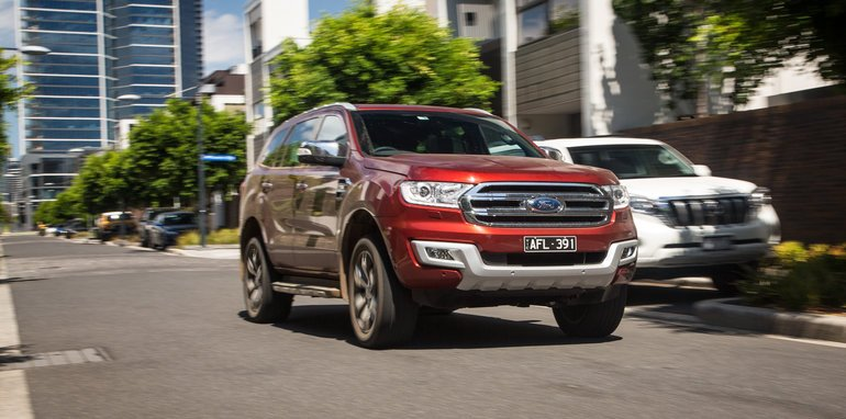 2016-ford-everest-titanium-v-land-rover-discovery-sdv6-se-comparison-136