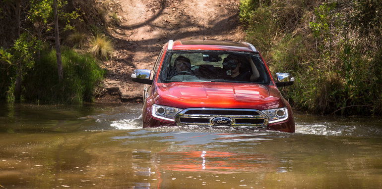 2016-ford-everest-titanium-v-toyota-prado-off-road-59