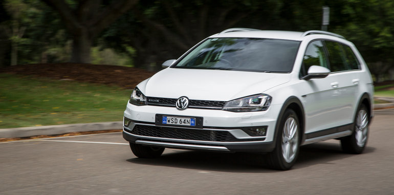 2016-volkswagen-golf-alltrack-comparison-3