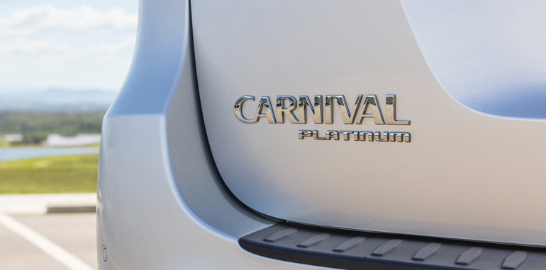 kia-carnival-platinum-feb2016-2