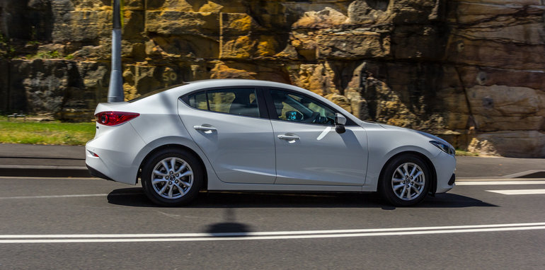 2016 Mazda 3 Touring Sedan v 2016 Hyundai Elantra Elite-108