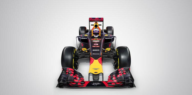 RB12_HighFront_Ricciardo_01