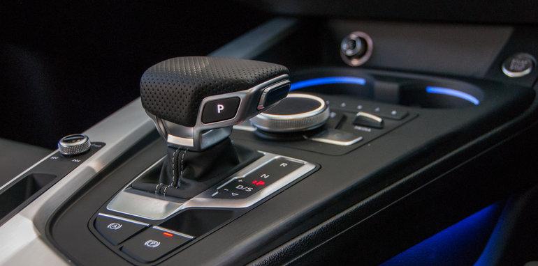 2016 Audi A4 2.0 TFSI quattro v 2016 BMW 330i v 2016 Mercedes-Benz C250-52