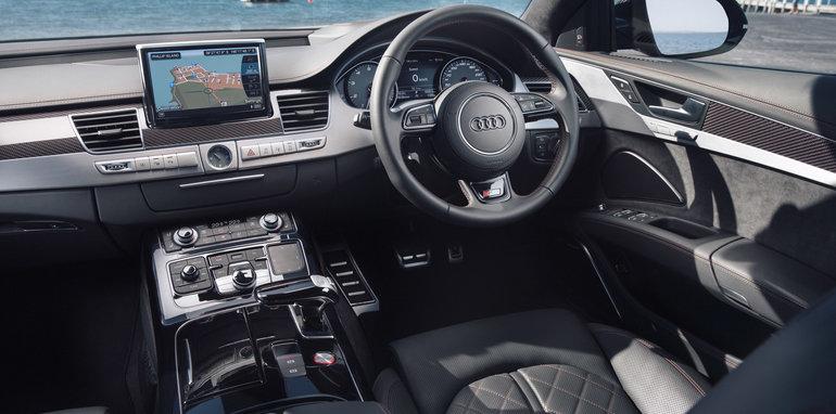2016-Audi-S8-Plus-35