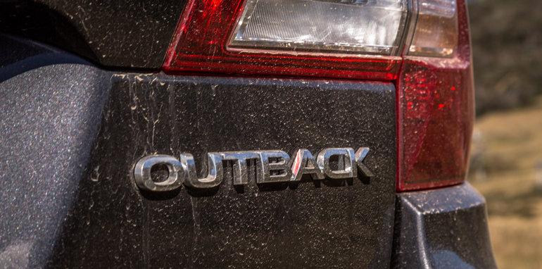 2016 Volkswagen Passat Alltrack 2.0TDI v 2016 Subaru Outback 3.6R Premium-19