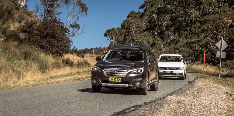 2016 Volkswagen Passat Alltrack 2.0TDI v 2016 Subaru Outback 3.6R Premium-45