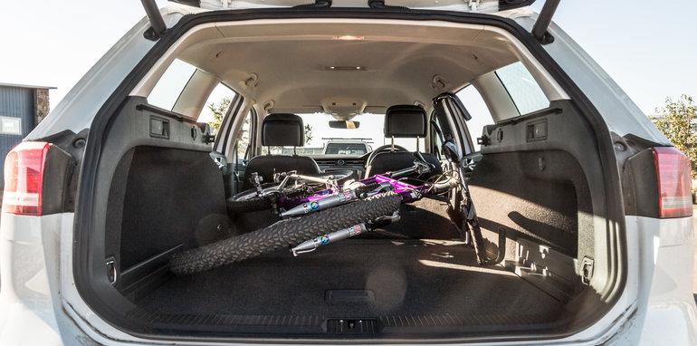 2016 Volkswagen Passat Alltrack 2.0TDI v 2016 Subaru Outback 3.6R Premium-67