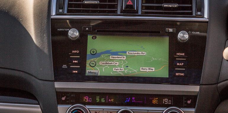2016 Volkswagen Passat Alltrack 2.0TDI v 2016 Subaru Outback 3.6R Premium-79
