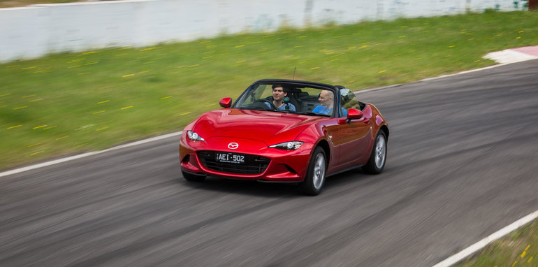 2016-mazda-mx5-ND-v-NA-old-vs-new-28