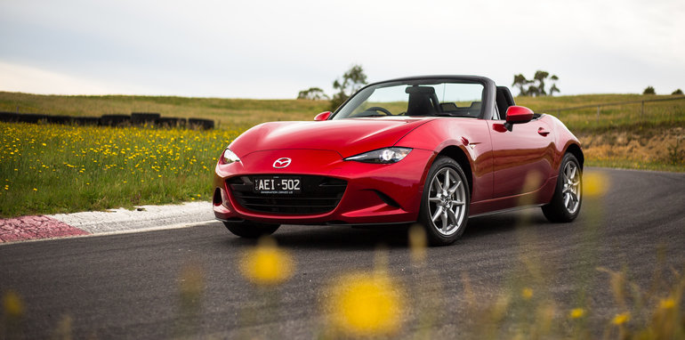 2016-mazda-mx5-ND-v-NA-old-vs-new-64