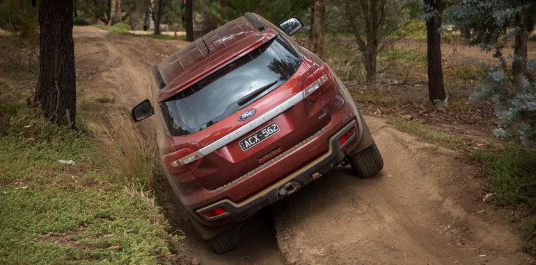 2016-mux-fortuner-everest-pajerosport-patrol-4x4-wagon-comparison-230