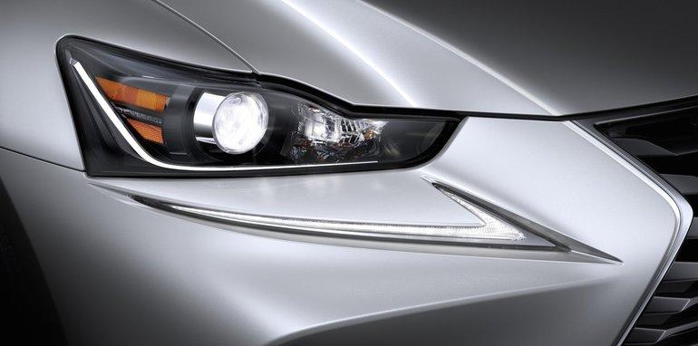 2017 Lexus IS_10