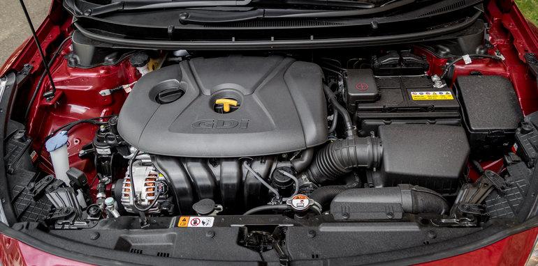 2016 Kia Cerato vs 2016 Hyundai i30 RT (13)