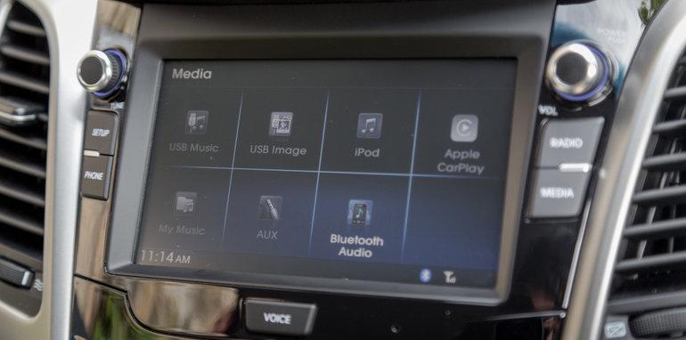 2016 Kia Cerato vs 2016 Hyundai i30 RT (25)