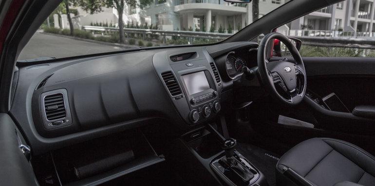2016 Kia Cerato vs 2016 Hyundai i30 RT (41)