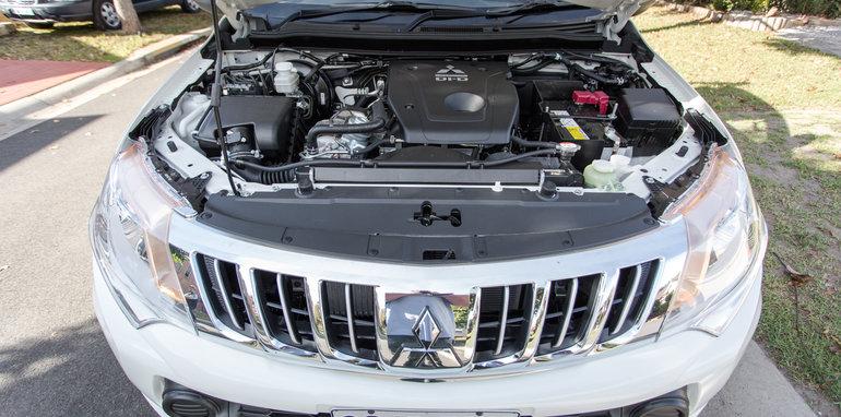 2016 Single-cab ute comparison Isuzu D-Max SX Mazda BT-50 XT Mitsubishi Triton GLX Nissan Navara DX Toyota HiLux Workmate-17