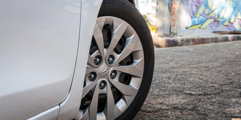 2016 Hyundai i30 Active v 2016 Kia Cerato S-32