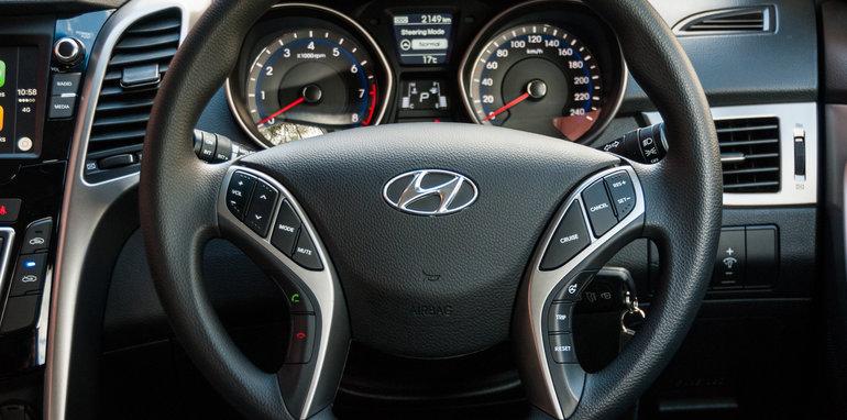 2016 Hyundai i30 Active v 2016 Kia Cerato S-6