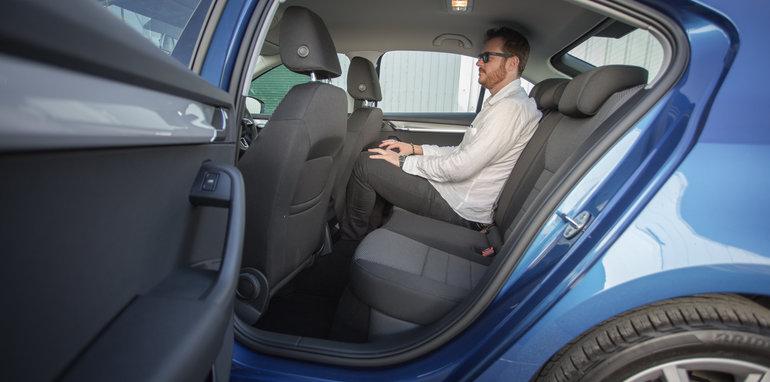 2016 Honda Civic v 2016 Skoda Octavia v 2016 Hyundai Elantra Comparison-26
