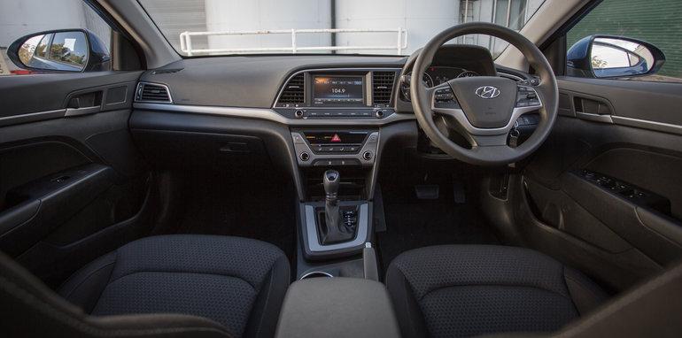 2016 Honda Civic v 2016 Skoda Octavia v 2016 Hyundai Elantra Comparison-46