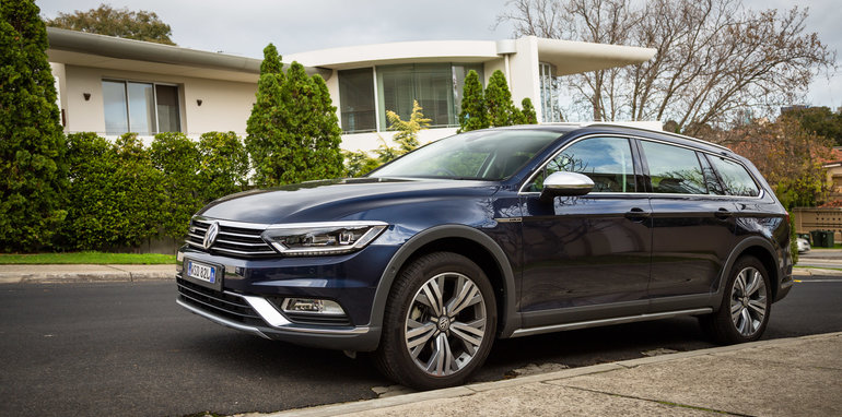 2016-volkswagen-passat-alltrack-review-blue-39