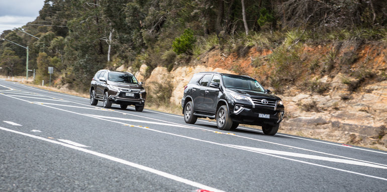 2016 Toyota Fortuner GXL V Mitsubishi Pajero Sport Exceed-92