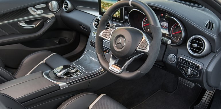2017-Mercedes-AMG-C63-S-sedan - 10