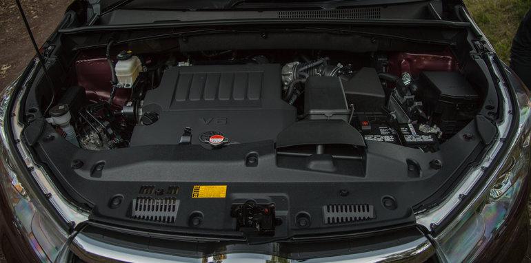 Mazda-cx-9-azami-toyota-kluger-grande-comparison1