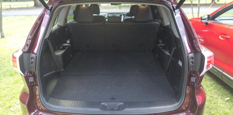 Mazda-cx-9-azami-toyota-kluger-grande-comparison26
