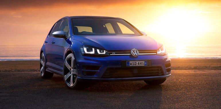 Volkswagen-Golf-R-11