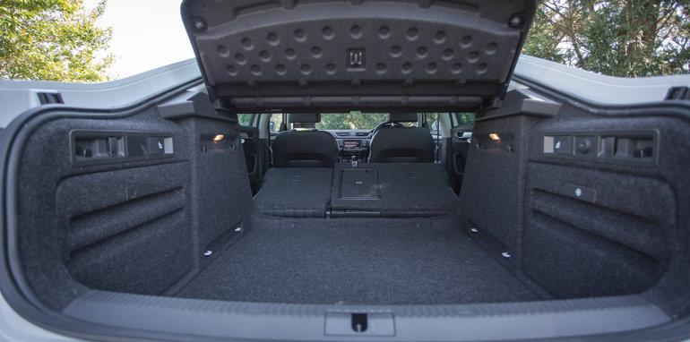 2016 Luxury sedan comparison Hyundai Genesis Ultimate v Jaguar XF 20d Prestige v Infiniti Q70 GT v Lexus GS200t F Sport v Skoda Superb sedan 206TSI-48