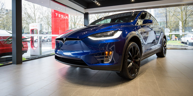 2016-tesla-model-x-walkaround-preview-7