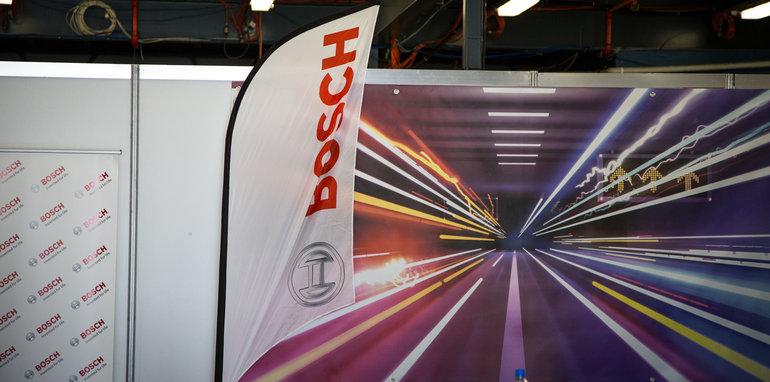 2017-bosch-autonomous-tesla-drive-its-3